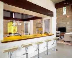 Интерьер кухни в загородном особняке