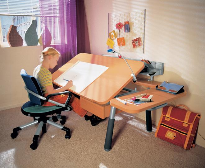 Как правильно выбрать стол для своего ребенка?