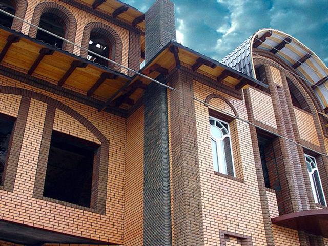 Применение облицовочного кирпича для фасада загородного коттеджа