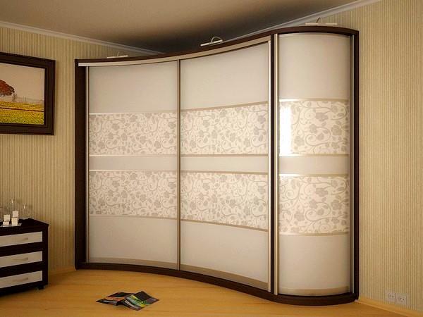 Как обустроить внутреннее пространство шкафа-купе?