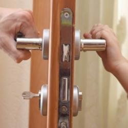 Как сделать ремонт дверного замка