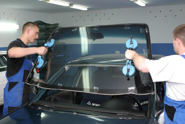 Ремонт ветрового стекла автомобиля своими руками