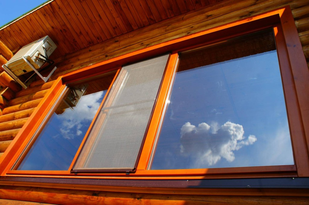 Деревянные окна требуют особого ухода и специальных средств