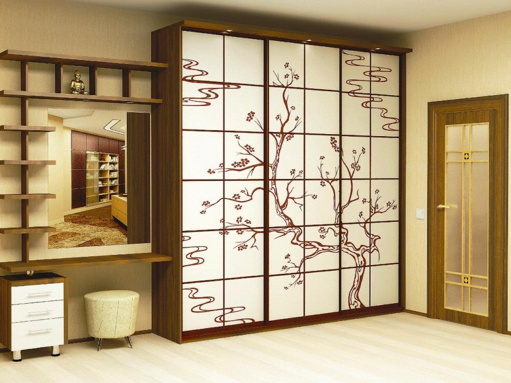 Красивый шкаф в прихожую в классическом стиле.